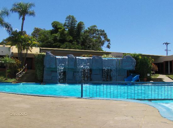 Exe Hotel Cataratas: Piscina (cascada y tobogán)