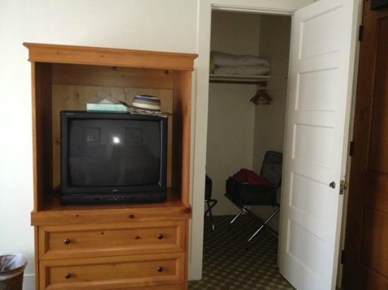 The Oaks at Ojai: dresser/tv & large closet in intermediate double room