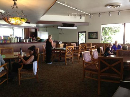 The Oaks at Ojai: informal dining/snack & socializing room