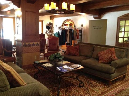 The Oaks at Ojai: hotel lobby