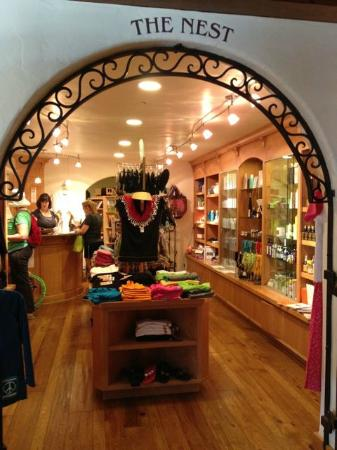 The Oaks at Ojai: gift shop by front lobby