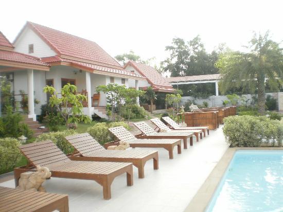 Armonia Village Resort and Spa: sdrai