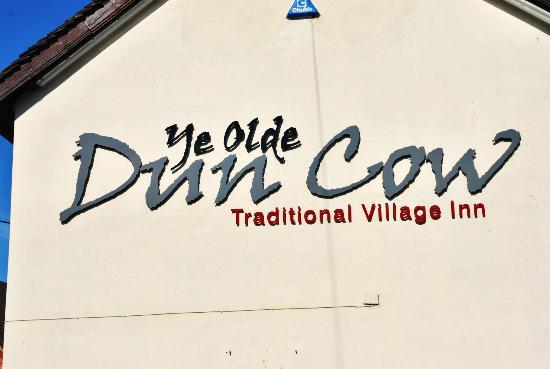 Ye Olde Dun Cow Inn: Arriving at the Pub.