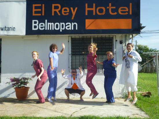 El Rey Hotel: Us with Nick and Shannon!