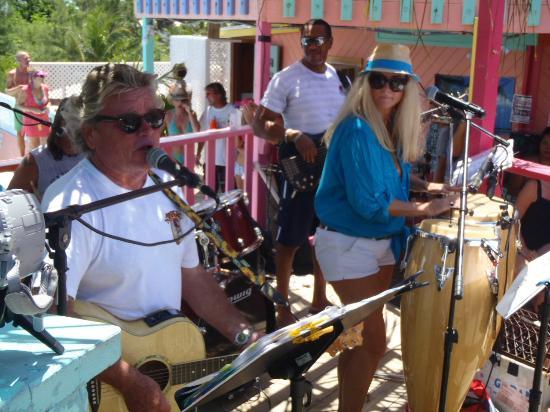 Nippers Beach Bar & Grill : Barefoot Man Concert