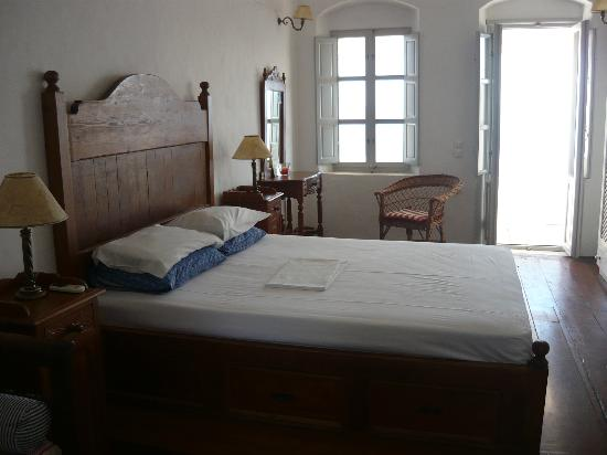 Old Oia Houses: Cosy bedroom!