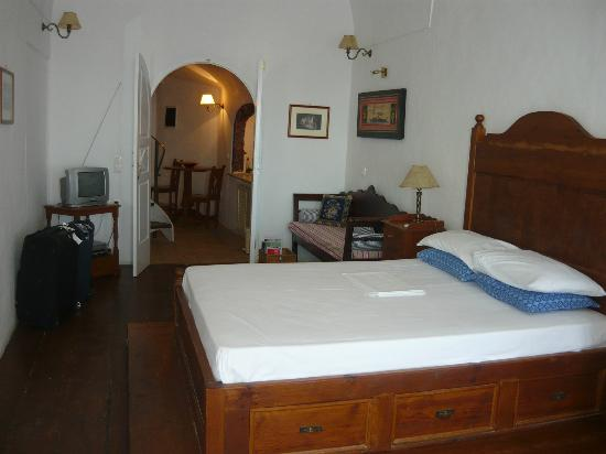Old Oia Houses: Our bedroom