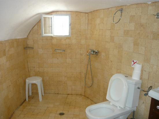Old Oia Houses: Part of bathroom
