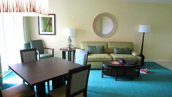 Atlantis - Harborside Resort: Living/dining area