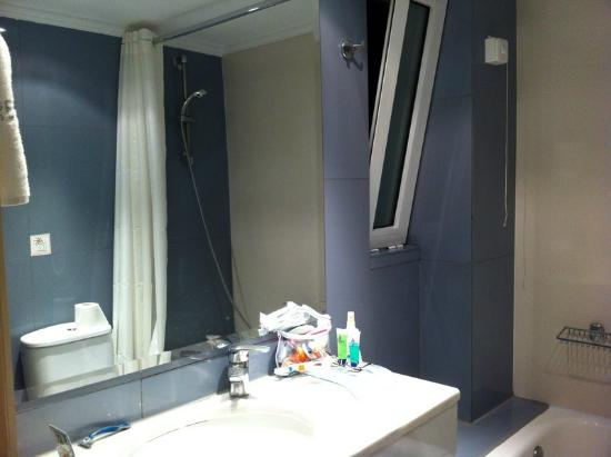 Acropolis Select Hotel: Bathroom