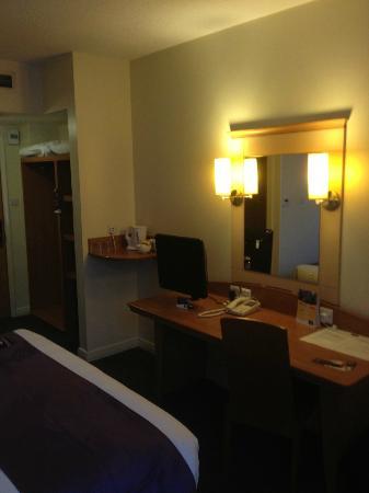 Premier Inn Manchester City Centre - Portland Street: Room 