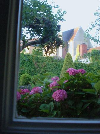 Hotel de la Croix d'Or : Vista desde mi cama.