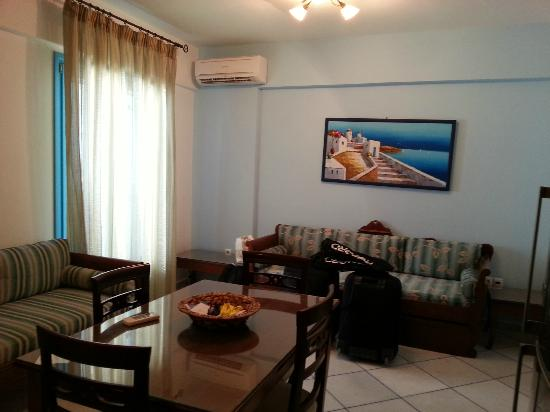 Antony Suites & Residences: Sala/Cucina