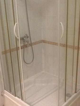 ResidHotel Grand Avignon: la doccia (di fronte la vasca)