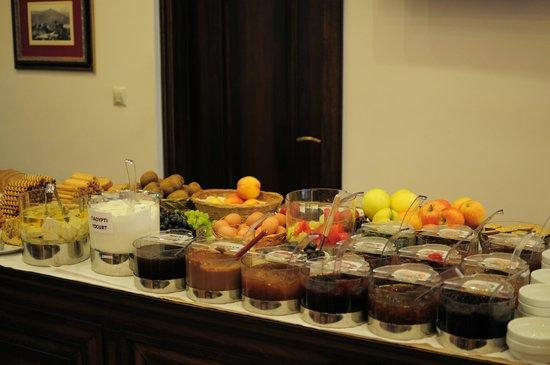 Dellas Boutique Hotel: 豐盛早餐