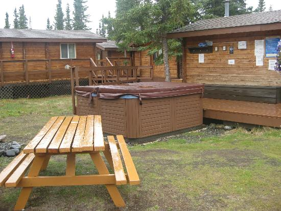 Denali Cabins: Hot Tub (there are two of them)