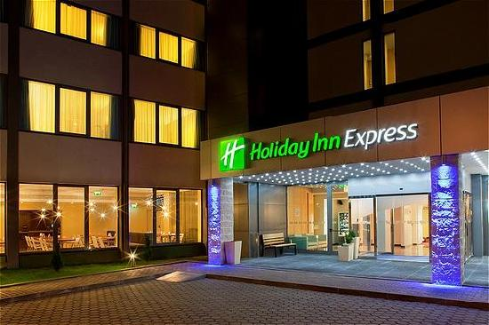 Holiday Inn Express Lisbon Airport Main Entrance