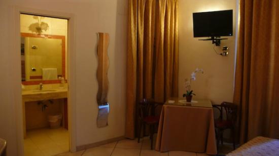 Bovio Suite Hotel : camera