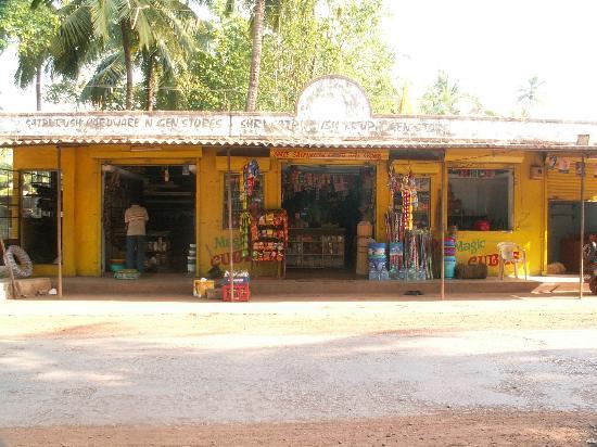 Morjim Beach: Hardware shop at Morjim