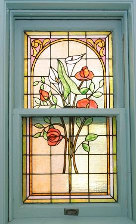Mandolin Inn Bed and Breakfast: leaded glass window