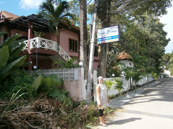Sandy House Rawai: Sandy House from outside