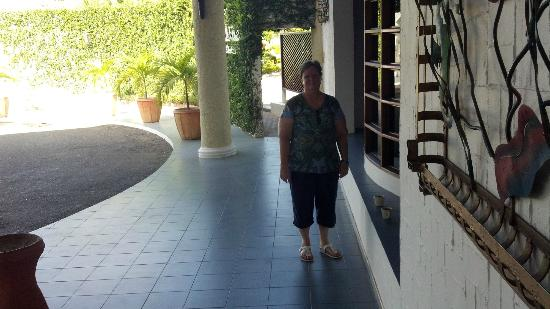Royal Decameron Club Caribbean: At the front desk reception area