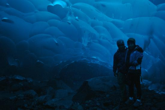 Above & Beyond Alaska: cueva