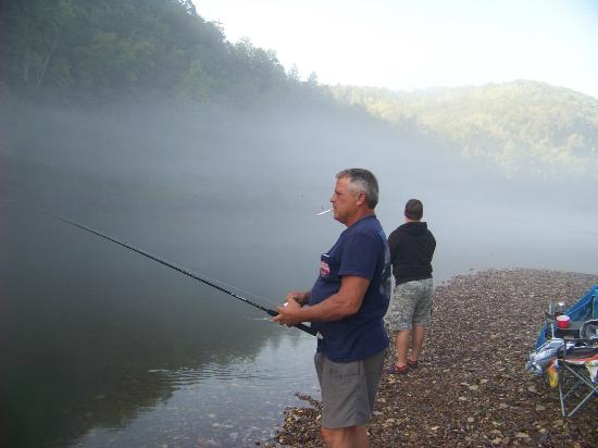 Pointe West Resort Motel: Fishing on the White River