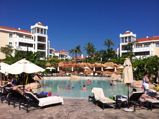 Hilton Vilamoura As Cascatas Golf Resort & Spa : By the pool