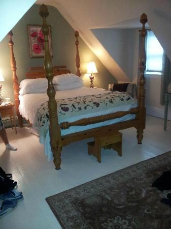 Brewster By The Sea Inn: The Acorn Room!