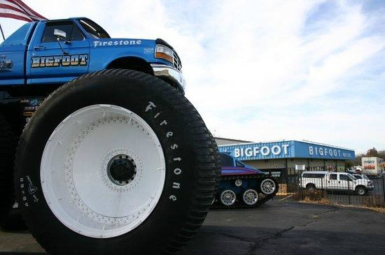 เฮเซลวูด, มิสซูรี่: BIGFOOT #5, the tallest, heaviest, and widest pickup truck in the world!