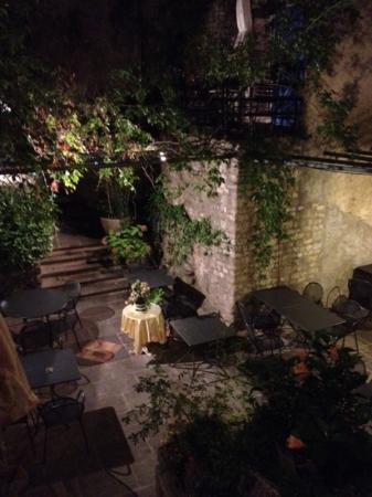 La Fête en Provence : courtyard