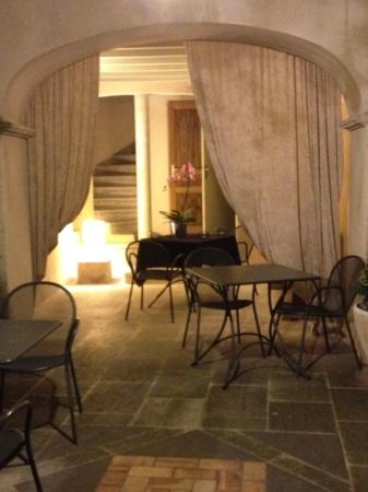 La Fête en Provence : another entrance to the rooms from the courtyard