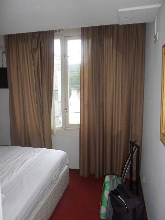 Season Star Hotel: vista de la habitación3