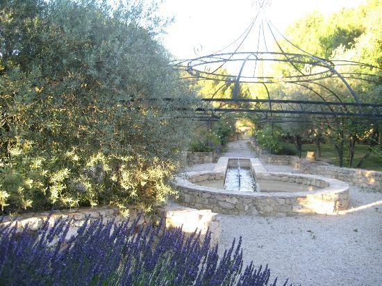 Le Mas de la Fontanelle: Jardin face appartement marocain