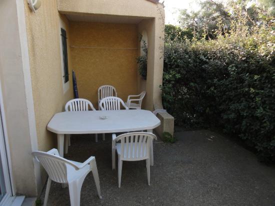 Résidence L'Oustal des Mers : terrasse du bungalow
