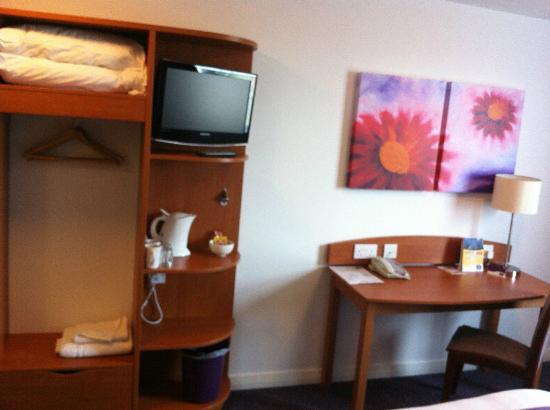Premier Inn Edinburgh Airport (Newbridge) Hotel: Room