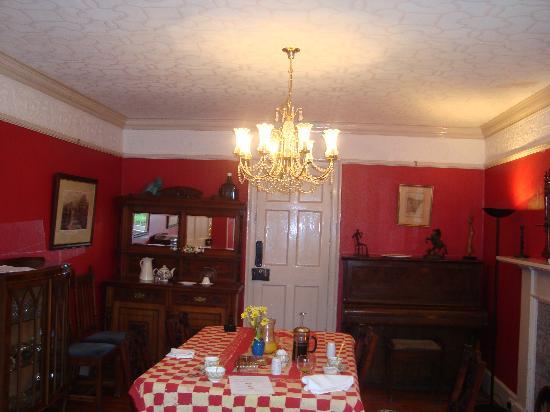 The Farm House B&B : dining room