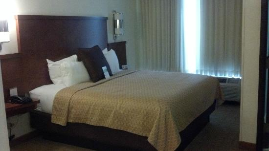 Hyatt Place Nashville Airport: bed is very comfortable
