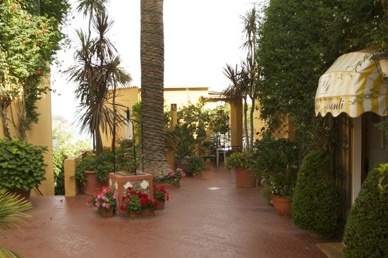 Hotel Pensione Monti: Front entrance