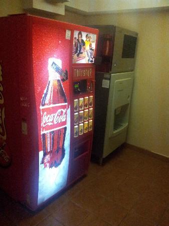 La Quinta Inn & Suites LAX: Ice machine and Vending