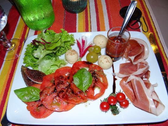 Le Relais des Dentelles: tomates et pistou et jambon