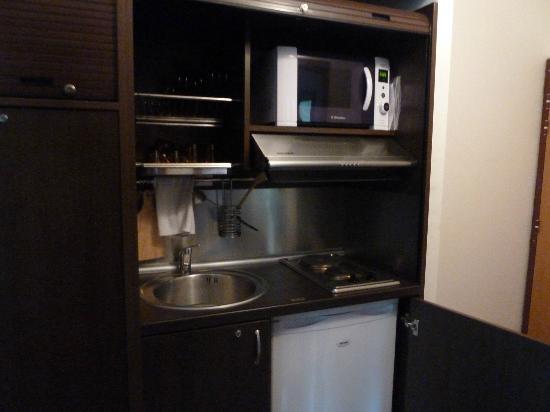 Hotel Corsica: kitchenette