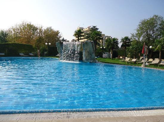 Hotel All'Alba: piscina con tantissimi idromassaggi