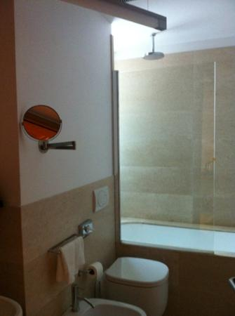 Sea Art Hotel : shower