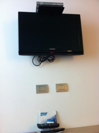 Sea Art Hotel : tv with sky