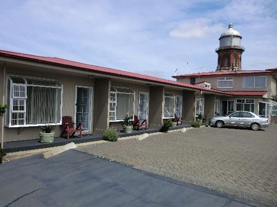 โรงแรมทาวเวอร์ลอดจ์: All ground floor units
