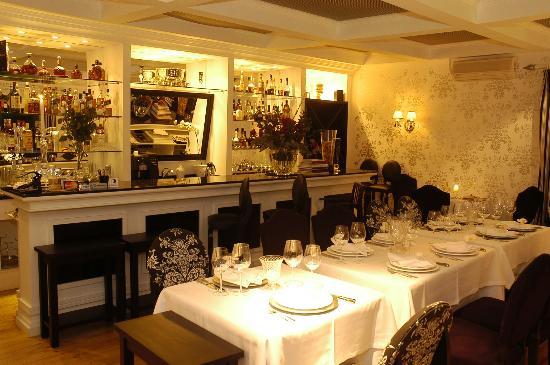 "La Table D""Or Mediterranee: Bar no Salão Principal"