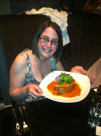 Moda Italian Restaurant: Delicious main course for the birthday girl after the waiters had lined up and kissed her one by
