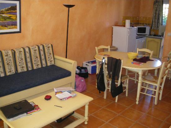 Apartamentos Maeva Club Mazets: Wohnzimmer mit Essecke